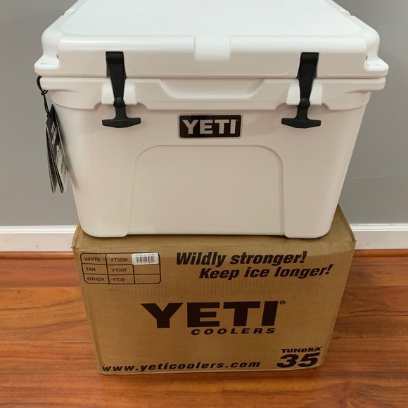 New! Yeti Tundra 35 Cooler - White NWT